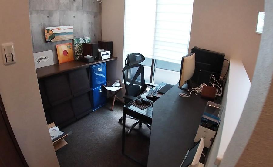 書斎のデスク写真