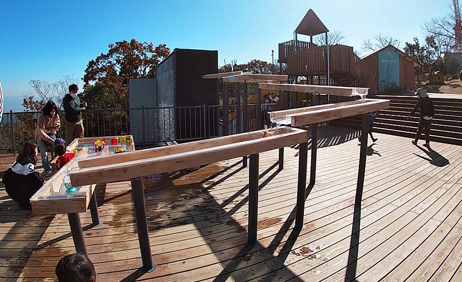 生駒山上遊園地ITADAKIのオープンスカイデッキ