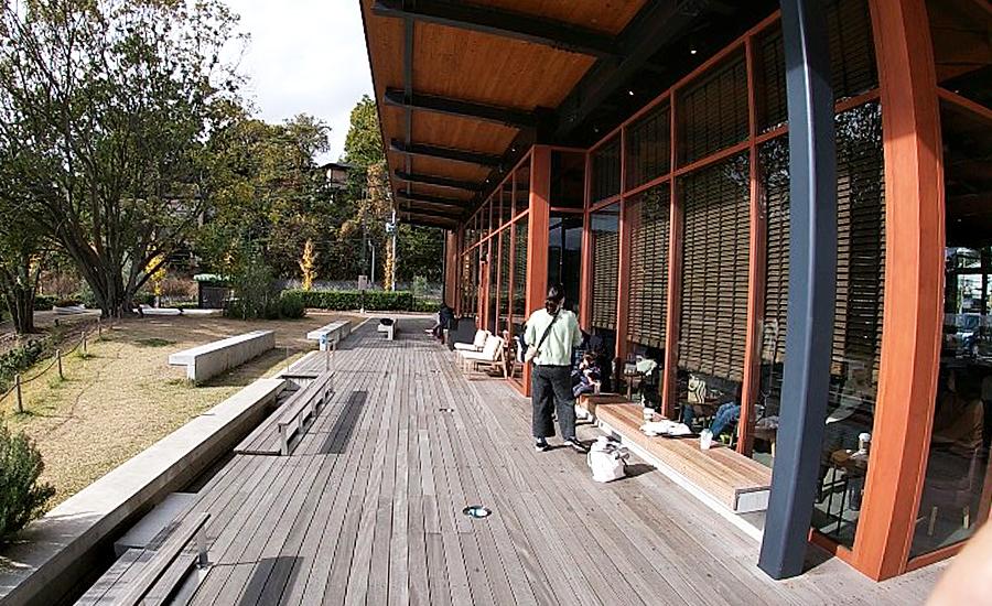 スターバックス奈良鴻池運動公園前店、ファミリー客が多い
