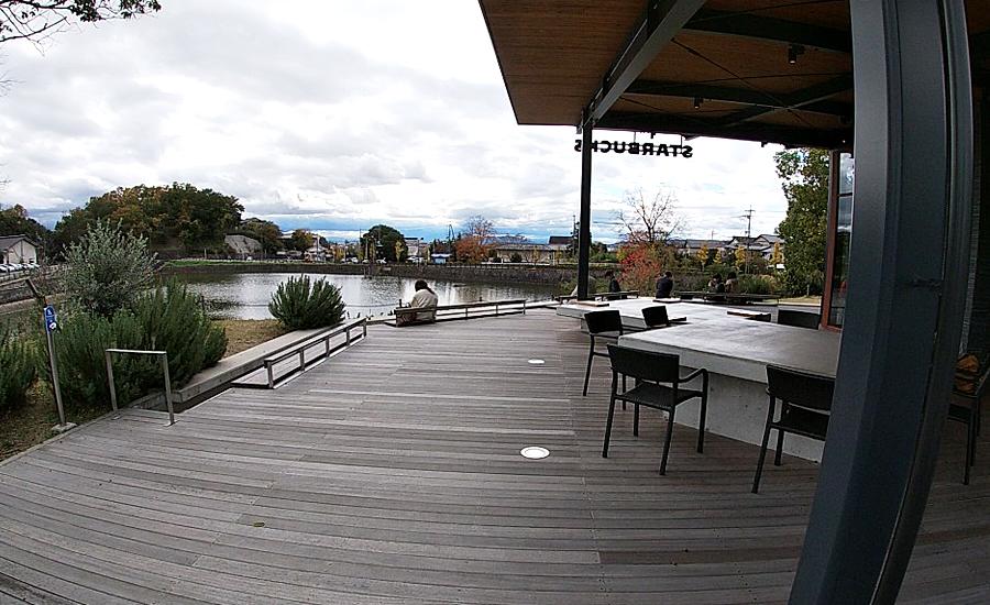 スターバックス奈良鴻池運動公園前店、屋外スペース1