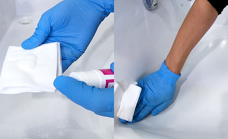 洗面台の場合はクロスにクリーナー(研磨剤)を取り、磨いていきます