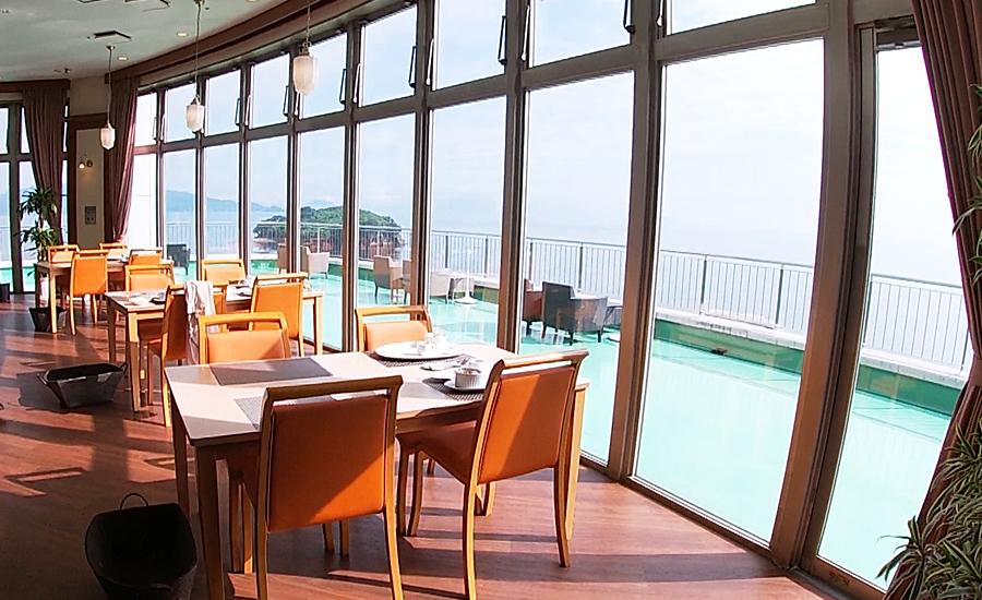 瀬戸内海が一望できるオーシャンビューの朝食場所