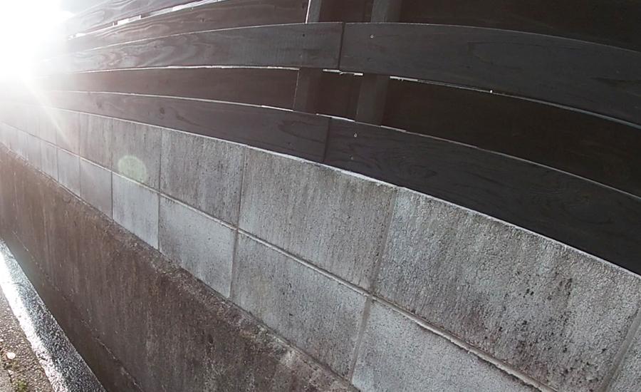 モルタル塗装前のコンクリートブロック