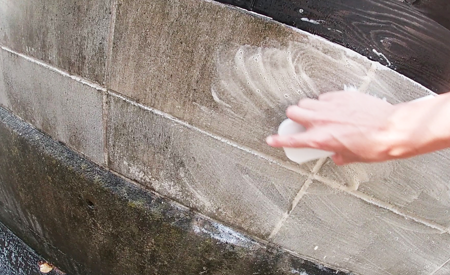 古いコンクリートブロックはまず清掃